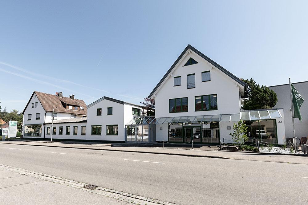 Lutz-GmbH-Aussenansicht-seitlich